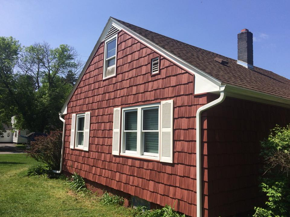 Cedar Shake Impressions Vinyl Siding in Red